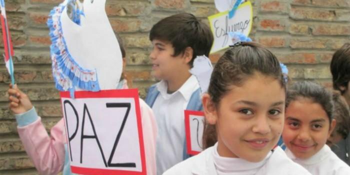 marcha por la paz de la Escuela Bustamante