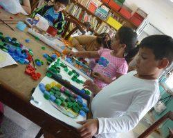 Madres y niños de Bica Infancia en el taller de mural