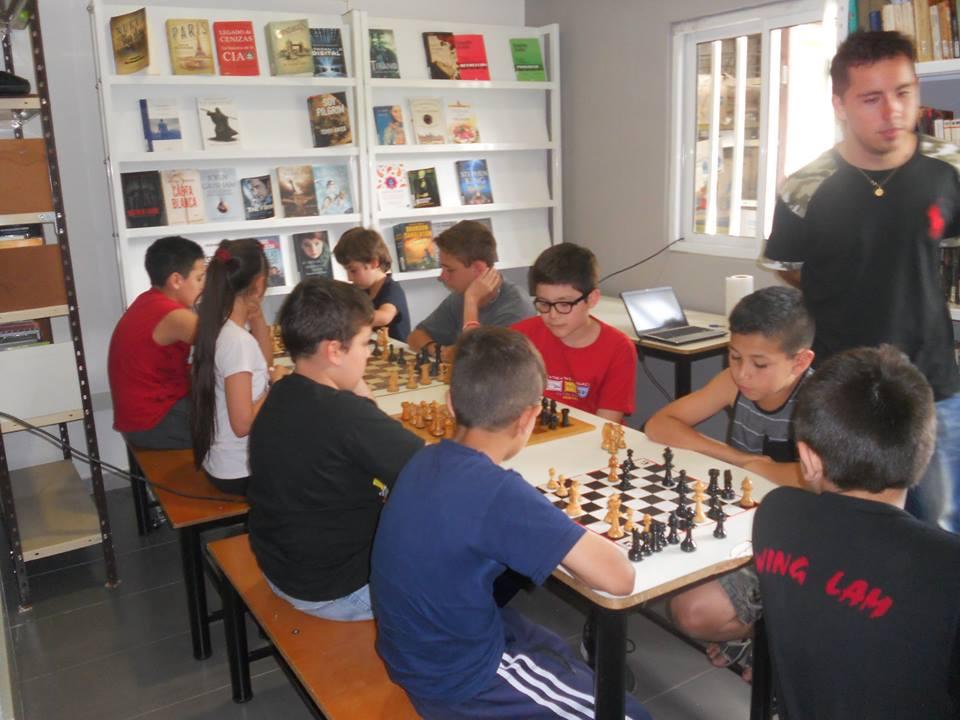 Torneo de ajedrez en la Biblio