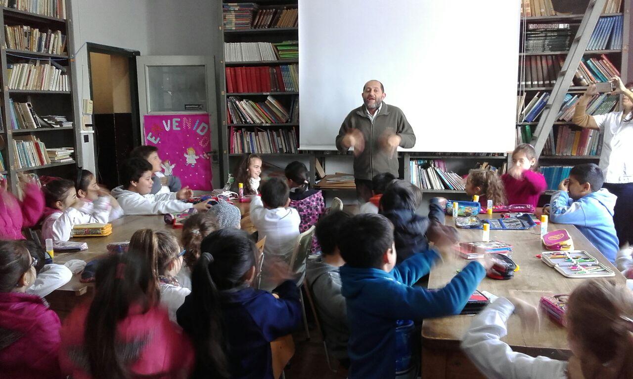 Pantomima y Títeres de Papel en las escuelas de Paraná